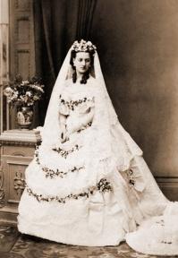 Queen Alexandria wedding dress