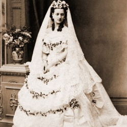 Queen Alexandria wedding dress