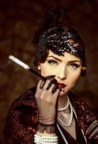 Idda van Munster 1920's flapper look