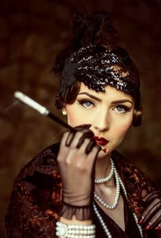 Idda van Munster 1920's flapper look
